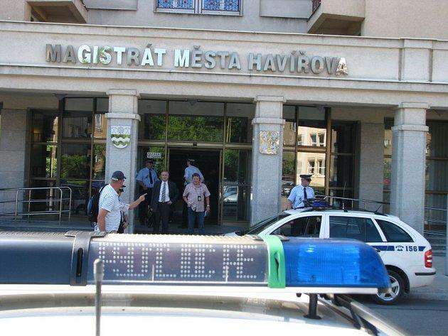 Policie vyklidila havířovský magistrát na základě anonymu.