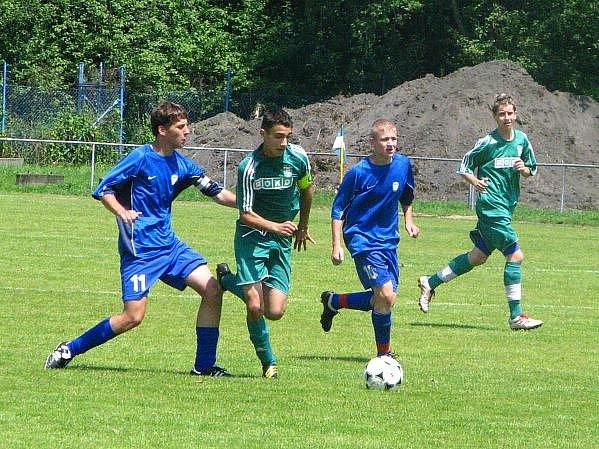 Fotbaloví žáci MFK OKD Karviná (v zeleném) v posledním domácím utkání zvítězili.