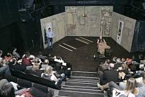 Snímek z divadelního představení.