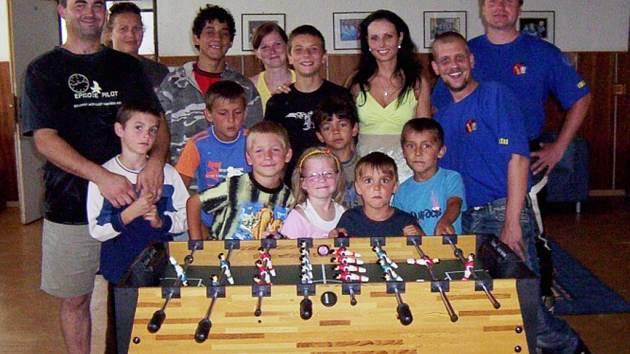Havrani darovali dětem stolní fotbal