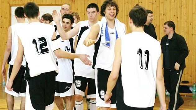 Basketbalisté karvinského Sokola věří, že i v nadcházející sezoně zažijí více radosti z vítězství než smutku z porážek.