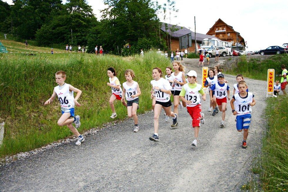 Svatojánského crossu v Mostech u Jablunkova se v patnácti kategoriích zúčastnilo celkem 112 běžců z Česka a Slovenska.