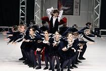 """Tanečníci bohumínského souboru Impuls se na Mistrovství Evropy představili s tanečním číslem """"A přece se točí - Galileo Galilei""""."""