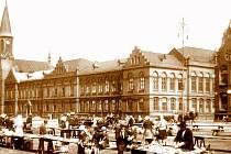 Pohled na školní komplex v roce 1943.