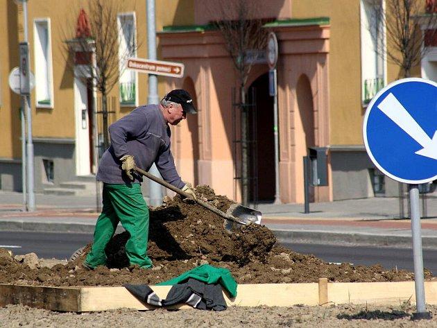 Rekonstrukce zelených dělících pásů se městu prodraží kvůli snížené dotaci