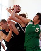 Petr Sodomka mladší (vpravo) se má ve zvyku bít za svůj tým jako lev.