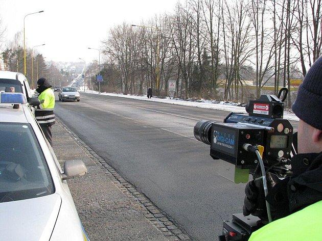 Měření rychlosti dopravními policisty na Těšínské ulici v Havířově
