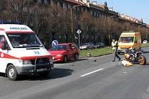 Takto vypadala situace na Hlavní třídě po nehodě. Policie však potřebuje mít co nejvíce informací o tom, co tragédii předcházelo.