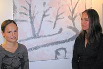 Anna Dirnerová (vlevo) a Alžběta Dirnerová na vernisáži.