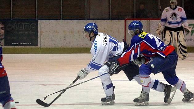 Orlovským hokejistům skončila sezona. Vypadli s Valašským Meziříčím.