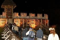 Noční prohlídka Archeoparku v Chotebuzi