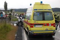 Srážka auta a autobusu s několika karvinskými cestujícími si vyžádala jednoho mrtvého a pět zraněných.