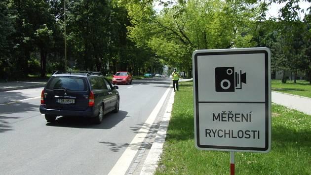 Měření rychlosti vozidel v označeném úseku