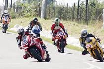 Seriál závodů silničních motocyklů se v srpnu pojede i na Těrlickém okruhu.