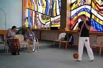 V Karviné se konal další ročník ezoterického festivalu. Jeho součástí byla i ukázka a výuka bojového tance capoeira.