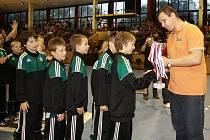 Vítězná družstva i miss a missák turnaje obdrželi od pořádajícího klubu ceny - poháry, medaile a upomínkové předměty.