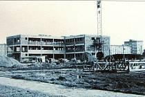 Výstavba prvních nemocničních pavilonů z roku 1966.