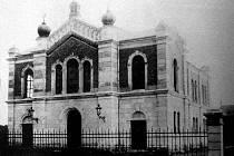 Dobová fotografie zachycuje židovskou synagogu v Novém Bohumíně.