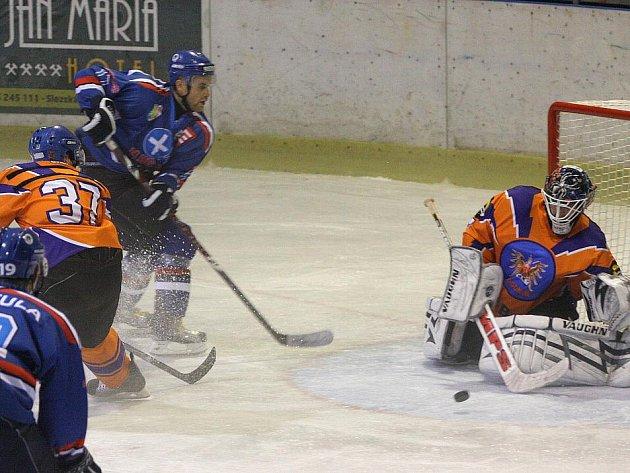 Hokejisté Orlové poprvé v novém ročníku padli. Neporazil je však ani tak soupeř, jako spíš hlavní rozhodčí.