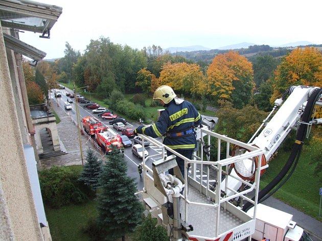 Požární cvičení na ZŠ Na Nábřeží v Havířově.