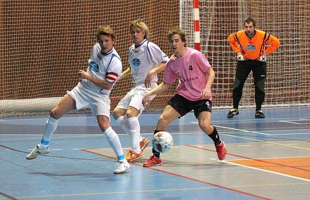 Futsalový zápas Slavia Havířov (bílé dresy) - CCM Jistebník B.