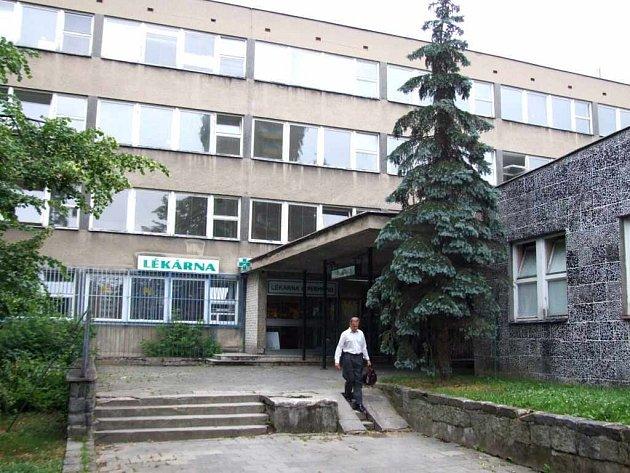 Zdravotní středisko na Dlouhé třídě.