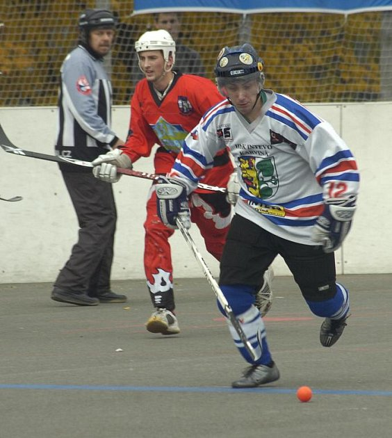 Mladí hokejbalisté Karviné si přivezli jedno venkovní vítězství.