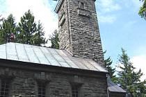 Kaple na vrcholu Kozubové v Beskydech