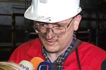 Ministr práce a sociálních věcí Petr Nečas krátce po vyfárání z Dolu Lazy