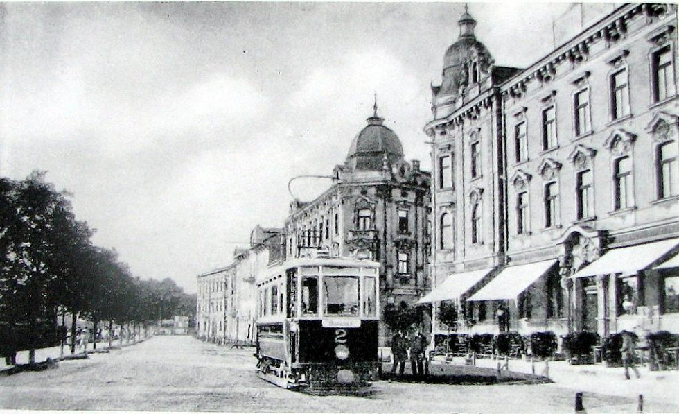 Nádražní ulice v Těšíně před 1. světovou válkou.