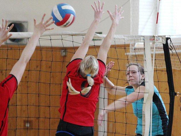 Volejbalové juniorky Karviné si zahrají skupinu o udržení i letos.