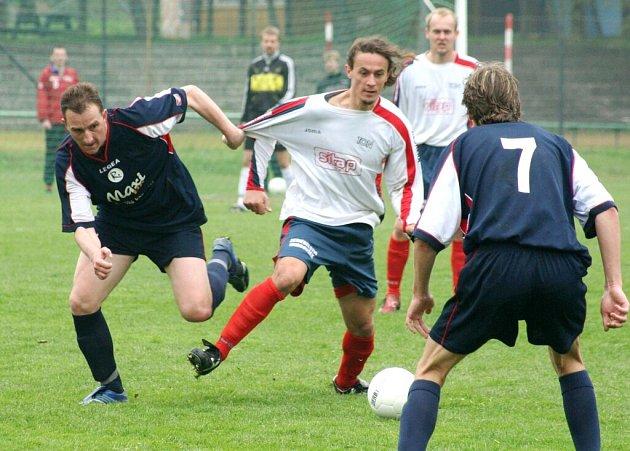 Několik sobotních fotbalových utkání bylo kvůli nezpůsobilým terénům odloženo.