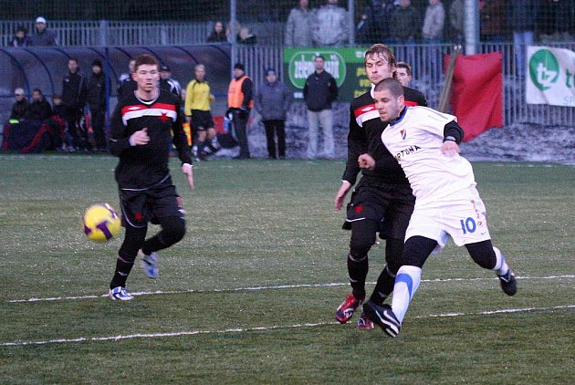 Orlovští fotbalisté pořádají v rámci zimní přípravy turnaj O pohár starosty. V prvním kole měli volno, neboť hráli s Baníkem Ostrava.