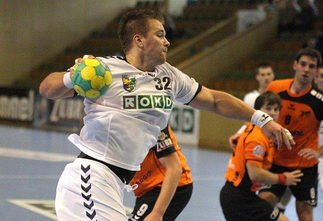 Roman Požárek dává další gól do sítě Jičína.