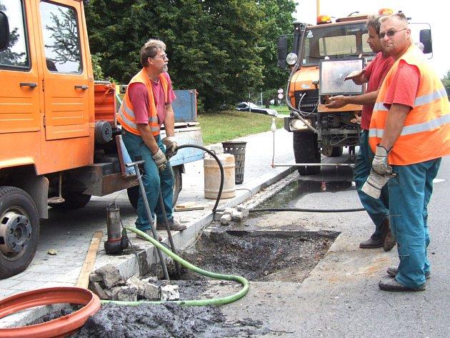 Nejvíce finančních prostředků souvisejících přímo s ekologií vkládají radnice do výstavby a údržby kanalizace.