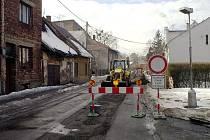 Mlýnská ulice v centru Karviné je opět rozkopaná a nedá se po ní projet. Uzavírka potrvá do konce března
