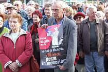 Důchodci se protestovat rozhodně nebojí. Archivní snímek