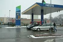 Čerpací stanice se samoobsluhou pomocí platebního automatu v centru polského Těšína
