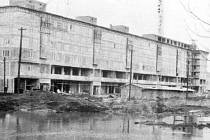 Výstavba náměstí Vítězného února.
