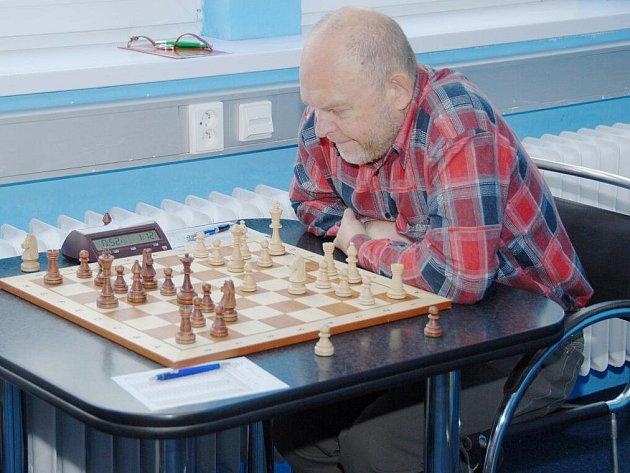 Karvinský Sergej Vesselovský získal ve dvou kolech I. ligy plný počet bodů. Vyhrál i svůj duel proti Slavoji Poruba (na snímku).