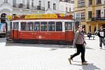 Namalovaná tramvaj je v těchto dnech dominantou těšínského rynku