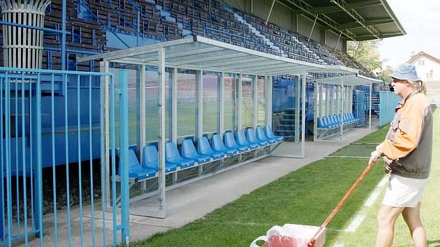 V tomto roce byly na hlavním hřišti instalovány i nové střídačky a prosklenný vstup na hříště z útrob stadionu.