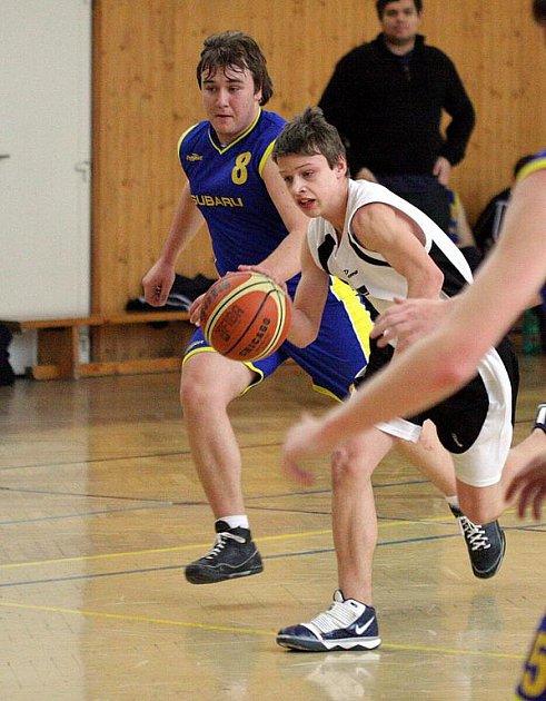 Basketbaloví kadeti (v bílém Morys) dokázali v lize vyhrát další zápas.