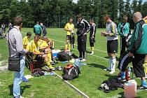 Karviná (ve žlutém) odehrála proti Lískovci poslední přípravný zápas. Ten další před ligou už bude pohárový.