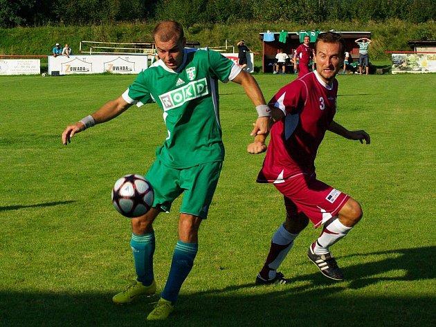 Jan Zoller (v zeleném) se postaral o úvodní gól utkání. Vítězný však nebyl.