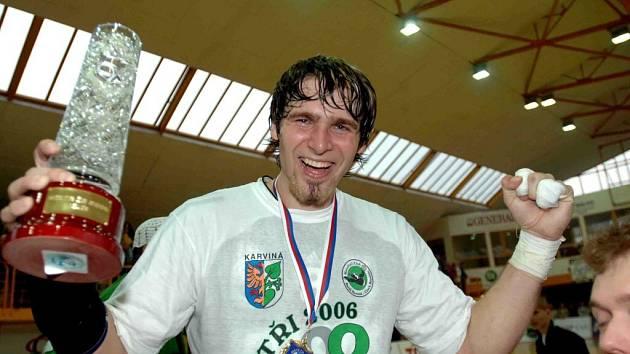 Radost Pavla Horáka z titulu mistrů republiky v roce 2006.