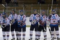 Orlovští hokejisté slaví. Na závěr základní části porazili první Šumperk.