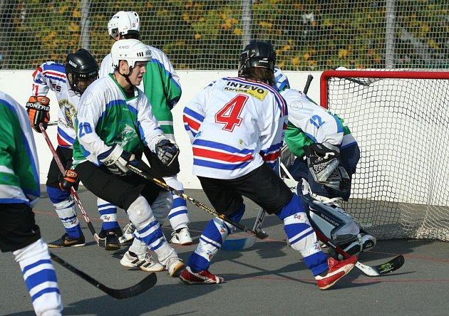 Hokejbalisté Karviné znovu vyhráli a drží si vedení v první lize.