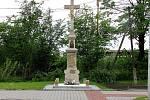 Kříž z roku 1920 v ulici Padlých hrdinů v Havířově-Životicích.