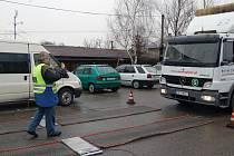 Kontrola a vážení kamionů na česko-polské hranici v Chotěbuzi